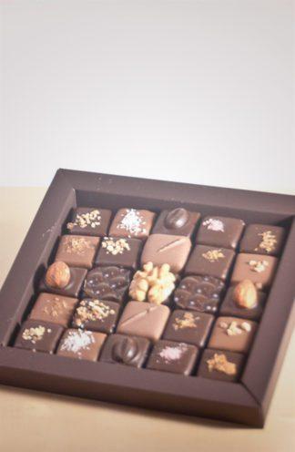 Boite pralinés et ganaches bonbons chocolat Laia